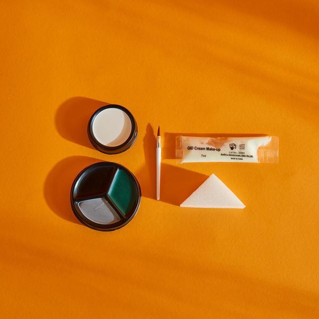 Illusions Glow In The Dark Makeup Kit